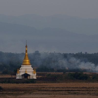 -  -  Myanmar 27-10-2015 16:17